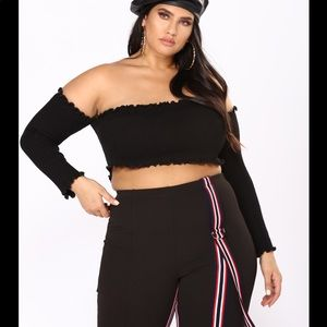 2 Plus size crop top. Colors: black and off white